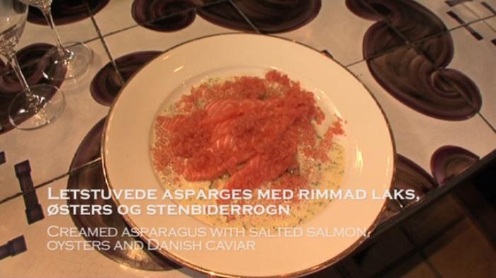 Letstuvede asparges med rimmad laks, østers og stenbidderrogn